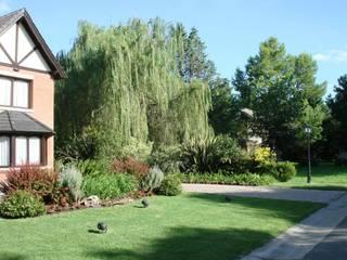 Algunos de nuestros trabajos en distintos countries y barrios Jardines modernos: Ideas, imágenes y decoración de Estudio Parques Moderno