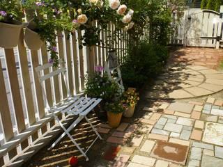 白いアメリカン・フェンスとローズガーデン White WoodFence & RoseGarden の Jardin Favori ジャルダン・ファヴォリ