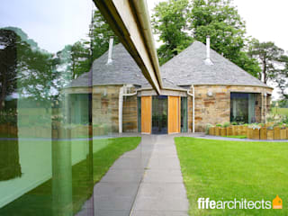 Glass corridor Mill Conversion: modern Houses by Fife Architects
