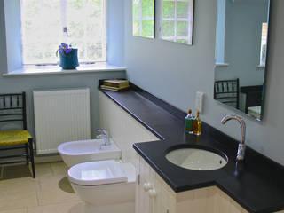 Baños de estilo  de Fife Architects