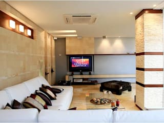 Living room by Arq Renny Molina, Modern