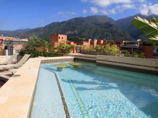 Modern pool by Arq Renny Molina Modern