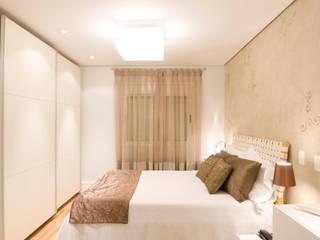 Apartamento em Moema, São Paulo: Quartos  por Liliana Zenaro Interiores,