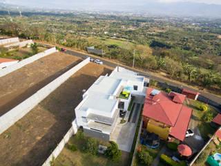 Vista aérea: Casas de estilo  de J-M arquitectura