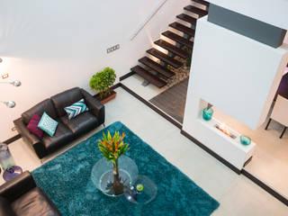 Vista de doble altura Salas modernas de J-M arquitectura Moderno