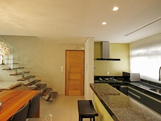 現代廚房設計點子、靈感&圖片 根據 Jacqueline Ortega Design de Ambientes 現代風