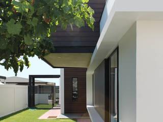 Casa Limonares Landeros y Charles Arquitectos, Chile: Casas de estilo moderno por Landeros & Charles Architects