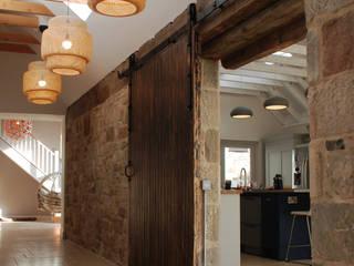 Corridor:  Corridor & hallway by Aitken Turnbull Architects