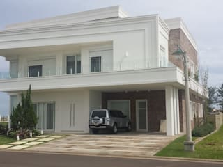 Classic style houses by Biazus Arquitetura e Design Classic