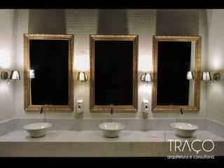 Banheiro comercial com inspiração classica: Banheiros  por SPOT161 arquitetura + design