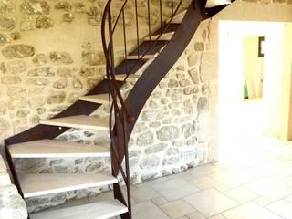 Escalier balancé métal:  de style  par Coolfabrik