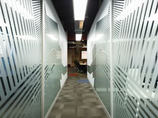 Modern offices & stores by Oneto/Sousa Arquitectura Interior Modern