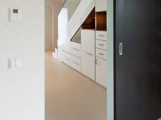 Stauraum unter Treppe:   von Innenarchitektin Katrin Reinhold