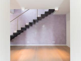 Gästebad mit Farbeffekt:  Flur & Diele von Innenarchitektin Katrin Reinhold