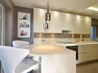 Mark's Kitchen:  Kitchen by Diane Berry Kitchens
