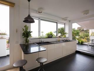 BDK Cocinas de estilo minimalista de LOCA Studio Minimalista