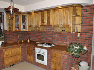 Kuchnie, lity dąb, rustykalne, klasyczne Rustykalna kuchnia od Revia Meble i drzwi z litego dębu. Rustykalny