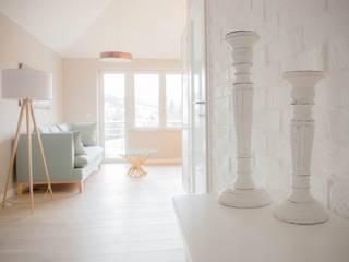 Projekt Kolektyw Sp. z o.o. 斯堪的納維亞風格的走廊,走廊和樓梯 磚塊 White