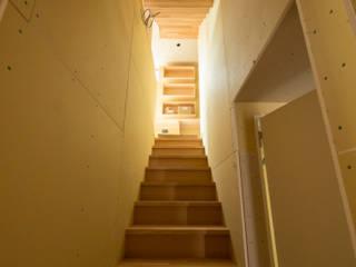 階段室(仕上げ前): 株式会社エキップが手掛けた廊下 & 玄関です。,