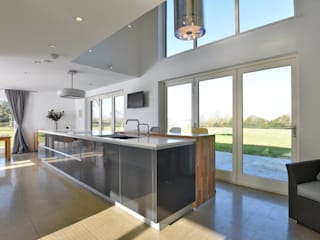 Mr & Mrs Clark's Kitchen:  Kitchen by Diane Berry Kitchens