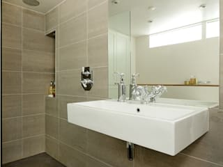 BATHROOMS: TRADITIONAL-STYLE BATHROOM Cue & Co of London Bagno in stile classico