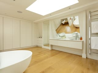 BATHROOMS: CONTEMPORARY BATHROOM من Cue & Co of London حداثي