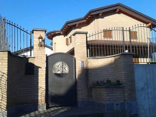 ingresso e facciata esterna:  in stile  di Arch. Dario Nespoli