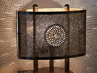 Lámpara para mesa de noche:  de estilo  de Decoración Andalusí Iluminación