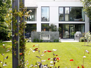 Family Garden Design:  Garden by Cassandra Crouch Garden Design