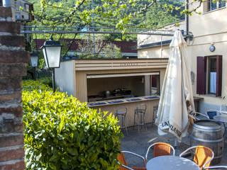 Un chiosco...di design! Bar & Club in stile eclettico di La Pratolina Eclettico