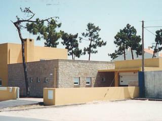 Casa amarela Casas modernas por GAAPE - ARQUITECTURA, PLANEAMENTO E ENGENHARIA, LDA Moderno