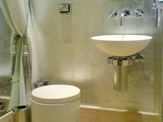 Agradável para Viver: Banheiros  por Luciani e Associados Arquitetura,Moderno