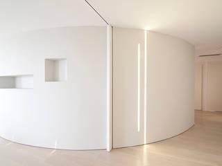 Minimalist Duvar & Zemin RWA_Architetti Minimalist
