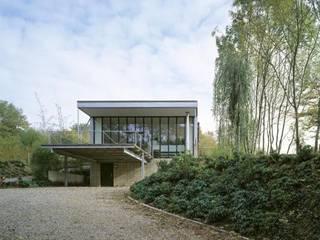 Woonhuis Som Moderne tuinen van bv Mathieu Bruls architect Modern