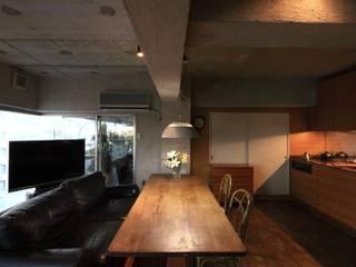 Ruang Keluarga Modern Oleh studio m+ by masato fujii Modern