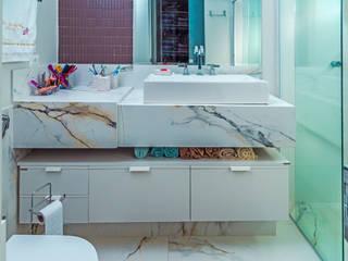 Salle de bain moderne par ADRIANA MELLO ARQUITETURA Moderne