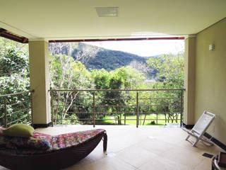 Casa Avenida do Lago Varandas, alpendres e terraços campestres por Alexandre Senra Arquitetos Associados Campestre