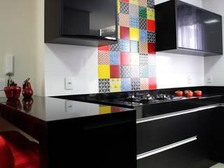 Apartamento R + P por Vivi Maia Arquitetura Interiores Moderno