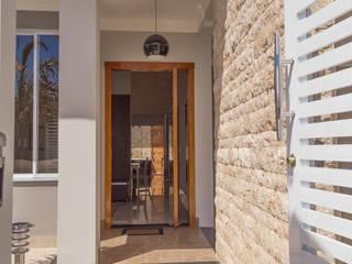 Clássica com toque de modernidade ADRIANA MELLO ARQUITETURA Casas clássicas