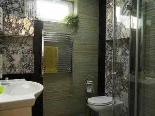 Łazienka - naturalny kamień Klasyczna łazienka od Korin Design Klasyczny
