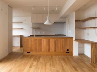 Sakurayama-Architect-Design Modern Kitchen Wood Wood effect