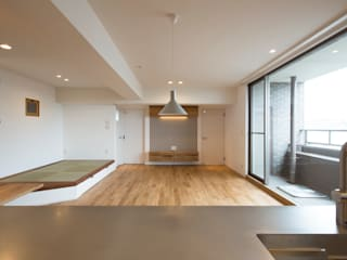 Sakurayama-Architect-Design Modern Living Room