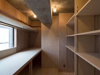 Sakurayama-Architect-Design Modern Garage and Shed