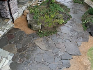 松本T邸 庭のクニフジ Jardines de estilo moderno