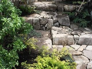 池田A邸 庭のクニフジ Jardines de estilo moderno