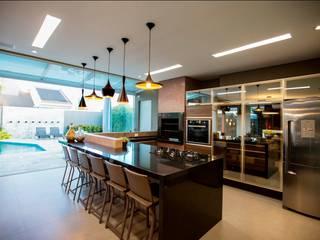 Residência Copacabana: Cozinhas  por Arquitetura Ao Cubo LTDA,Tropical