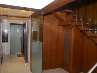 Mahalakshmi Коридор, прихожая и лестница в модерн стиле от TRINITY DESIGN STUDIO Модерн