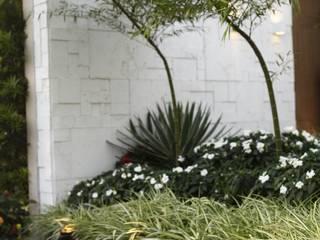 Jardines de estilo  por Arquitetura Ao Cubo LTDA,