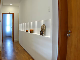 Couloir et hall d'entrée de style  par MONICA SPADA DURANTE ARQUITETURA,