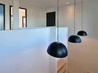 Modern corridor, hallway & stairs by AMBA Modern